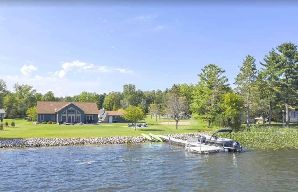 Airbnbs in Wisconsin Dells, WI, View of lake side cabin with wisconsin dells