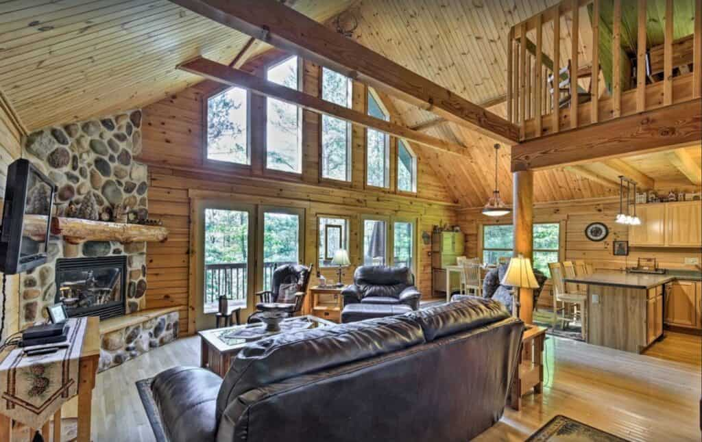 Romantic Cabins in Wisconsin, Beautiful Front view Cabin in forest