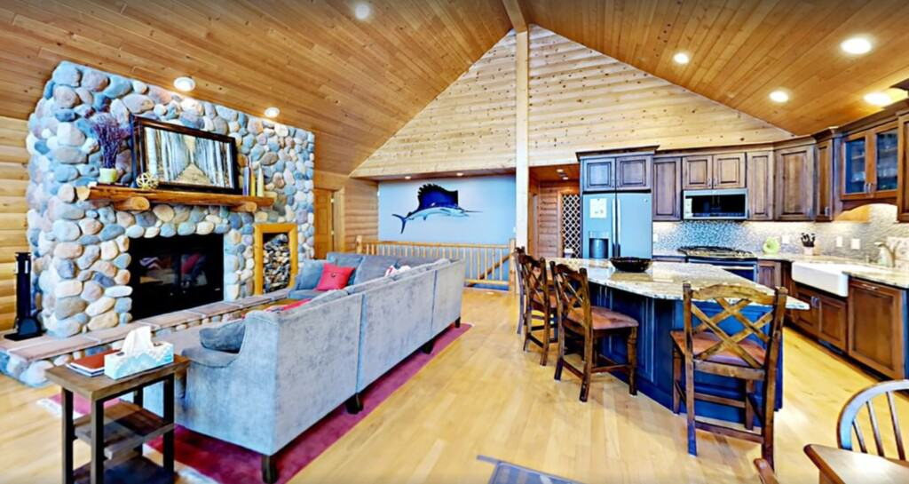 Luxury Cabins in Wisconsin, Executive lakefront home