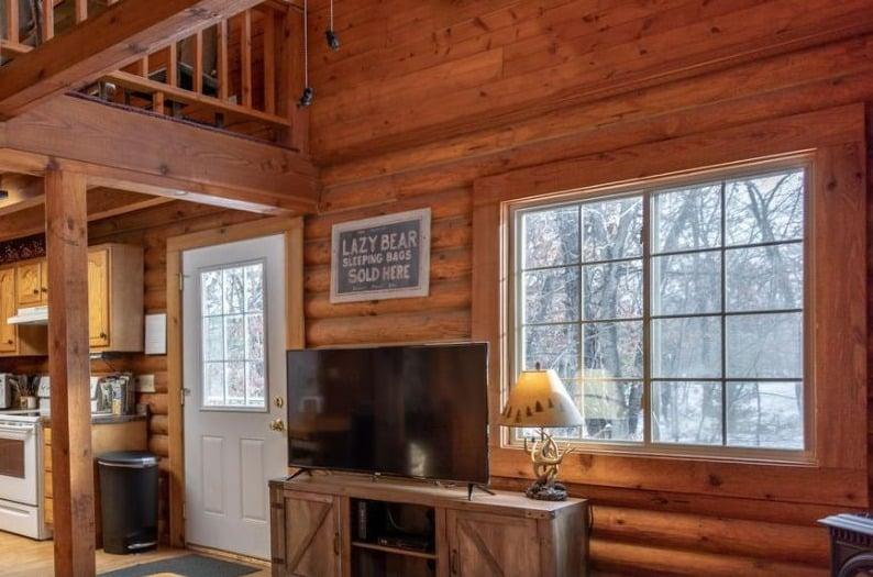 best cabins in wiscosnin dells,  inside view of  cabin