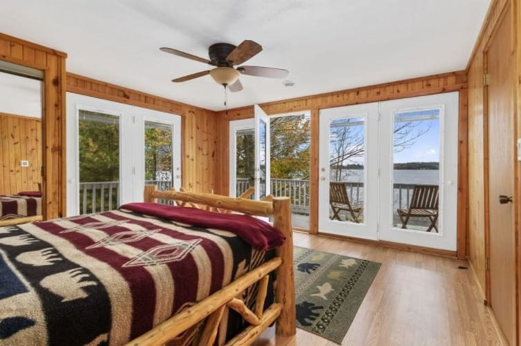 Best Winter Cabins in Central Wisconsin, inside view of Lake Home With Wonderful Sunsets on Lake Shore – Wautoma