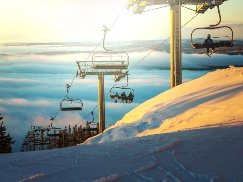 skiing resorts in wisconsin, Skiing on Snow Field, skiing resorts