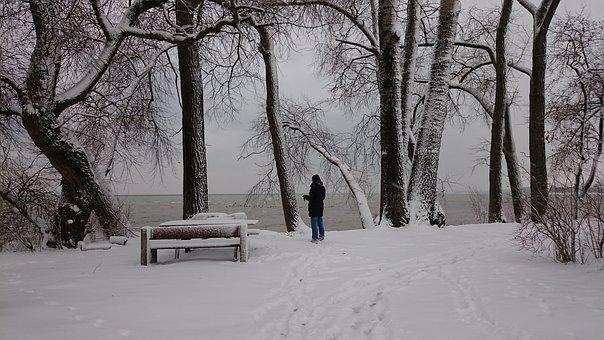 Best family ski resorts in wisconsin, A girl in Beautiful snow field, The Rock Snowpark – Franklin