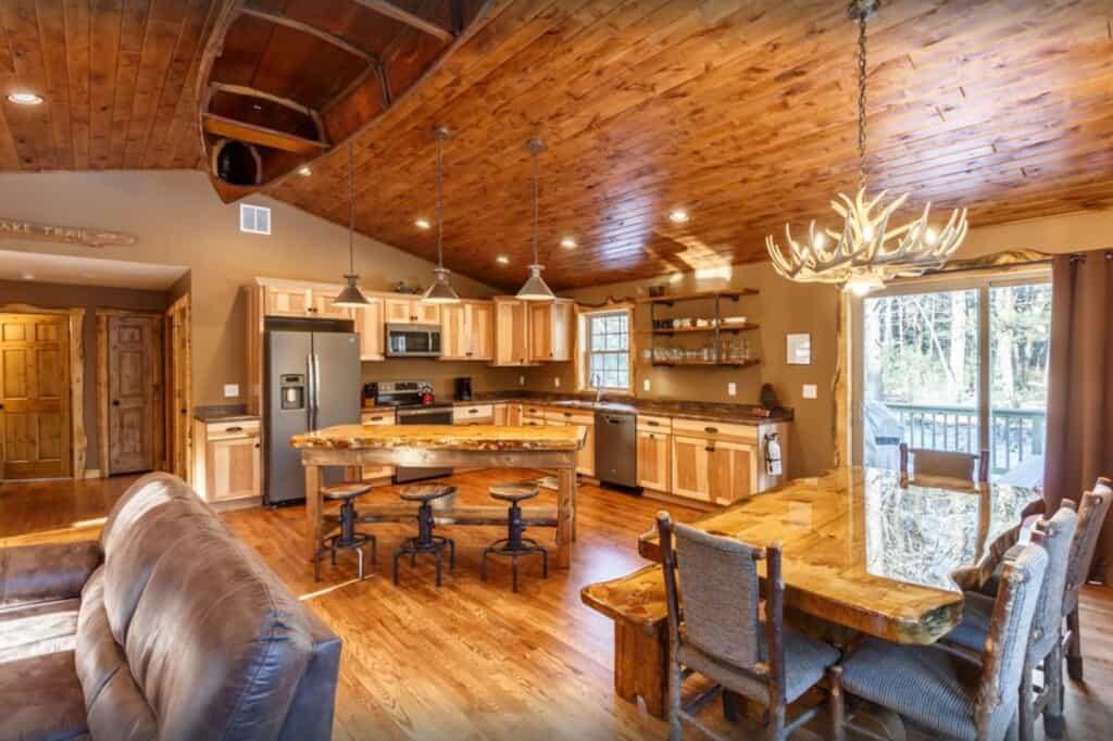 Beautiful Whitetail Ridge-Luxury Cabin- Wisconsin Dells