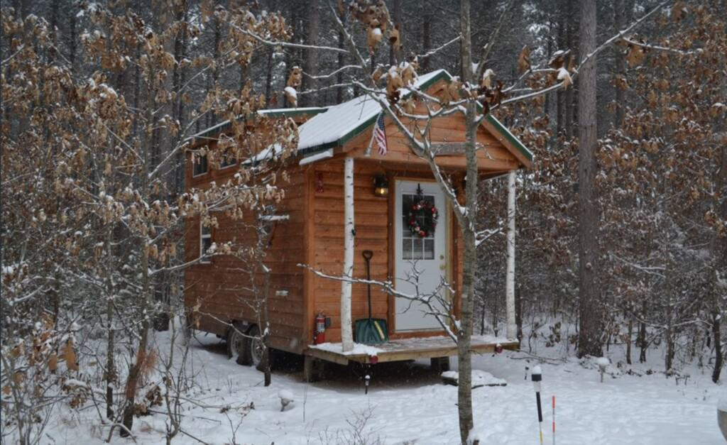 tiny wood cabin in wisconsin dells