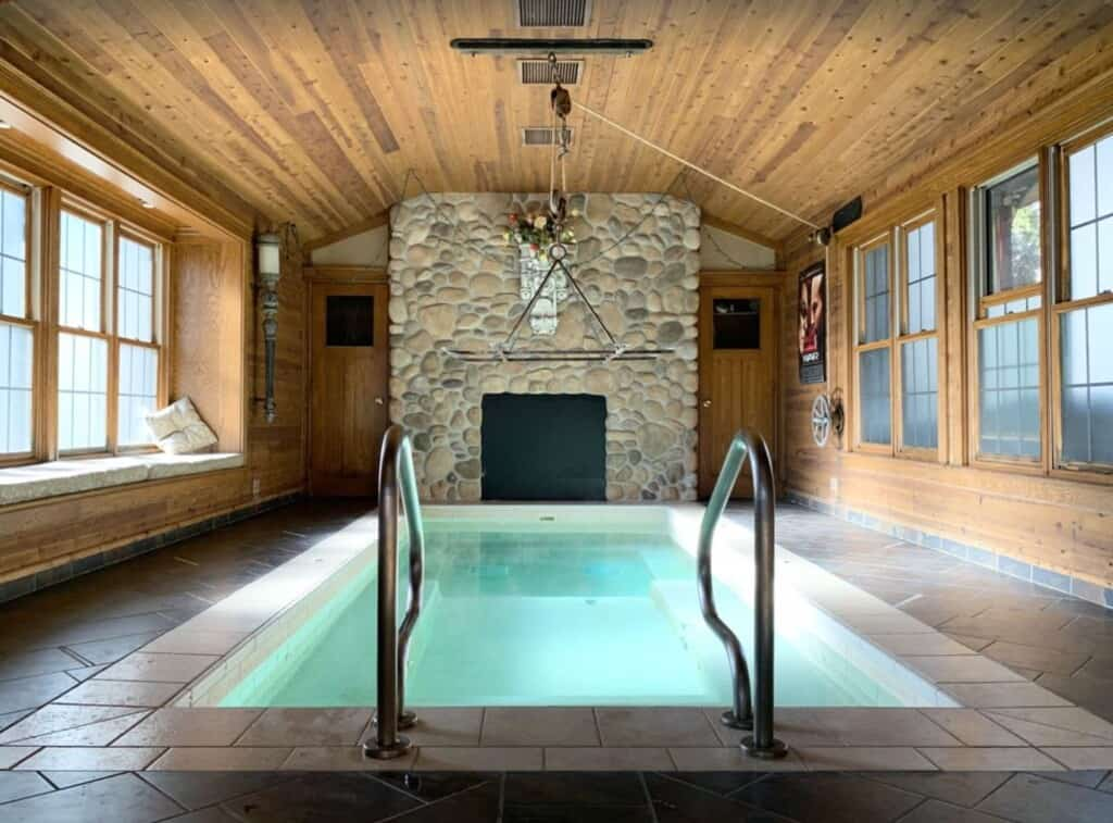 wisconsin dells cabin with hot tub and pool pet friendly
