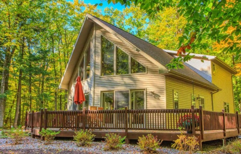Best Airbnb in Door County for Cabin Lovers, Front view of Secluded Cabin in the Woods