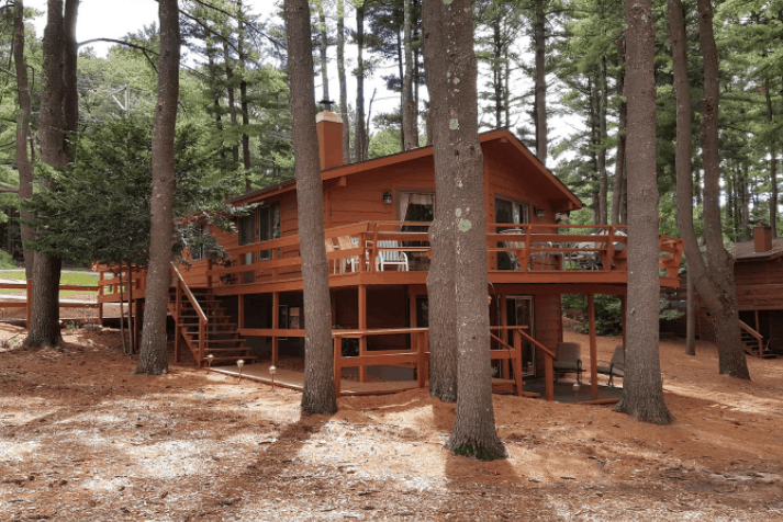 Best Wisconsin Dells Airbnb for Cabin Lovers, Full view of Full House Rental on Lake Delton