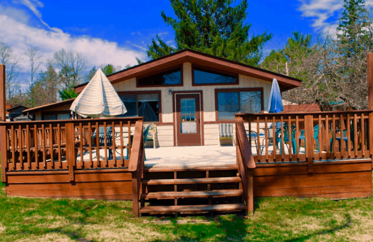 Best Airbnb in Wisconsin Dells, Front View of The Beach House