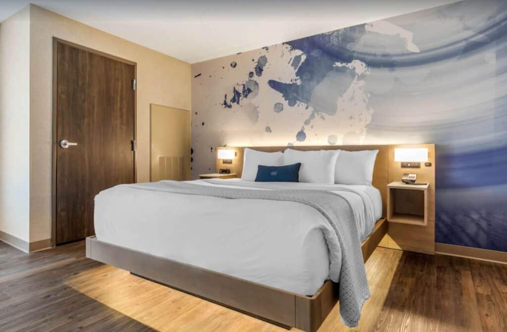 modern room milwaukee airbnbs
