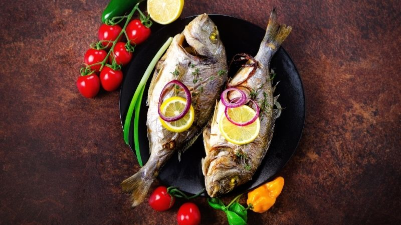 christmas traditions in spain, Baked Fish with herbs food