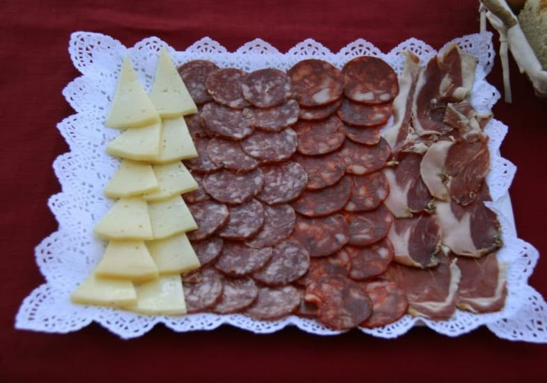 Best Spanish Christmas Food, View of  Entremeses (Chorizo, cheese, lomo) Food