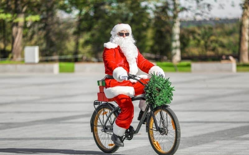 christmas in milwaukee 2020, View of Santa on bicycle