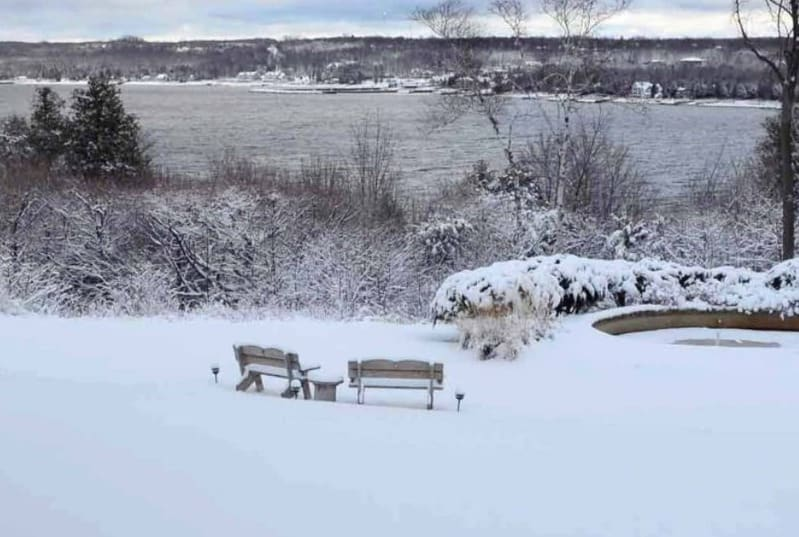 weekend winter getaways in wisconsin, lake side view of country house resort
