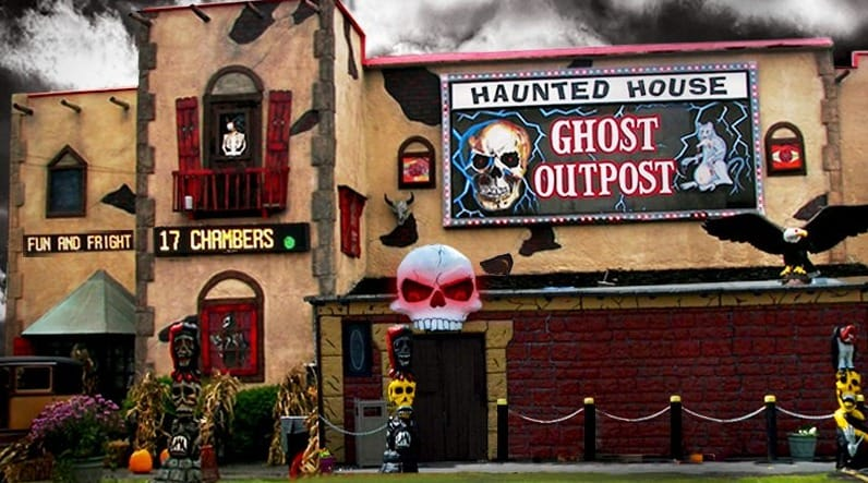 wisconsin weekend getaways for family, Ghost outpost haunted house in Wisconsin Dells