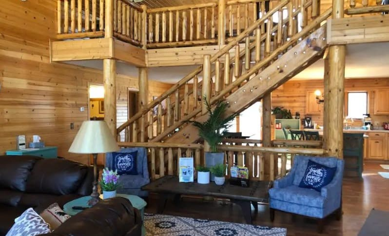 Best Pet-Friendly Cabin with Hot Tub, living area of Castle Rock Lake