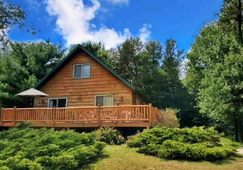 Best Hot Tub Cabin in Wisconsin Dells – Timber Lodge inside the greenery