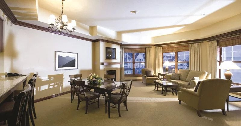 Best luxury spa resorts in Wisconsin, Osthoof Resort room with living and dining room