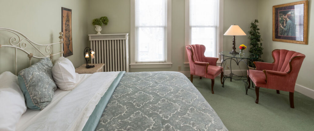 best places to stay in Green Bay, large bed with chairs and table