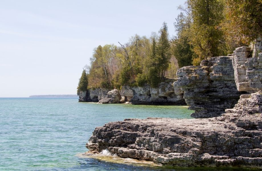 Best outdoor places to go in Wisconsin, rock formations along the Cave Point Coastline