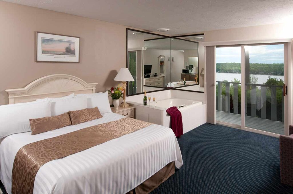 best places to stay in Door County for couples, room with large king bed, whirlpool tub and balcony