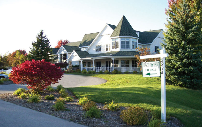 best resorts in Door County for failies, outside view of Pheasant Park Resort