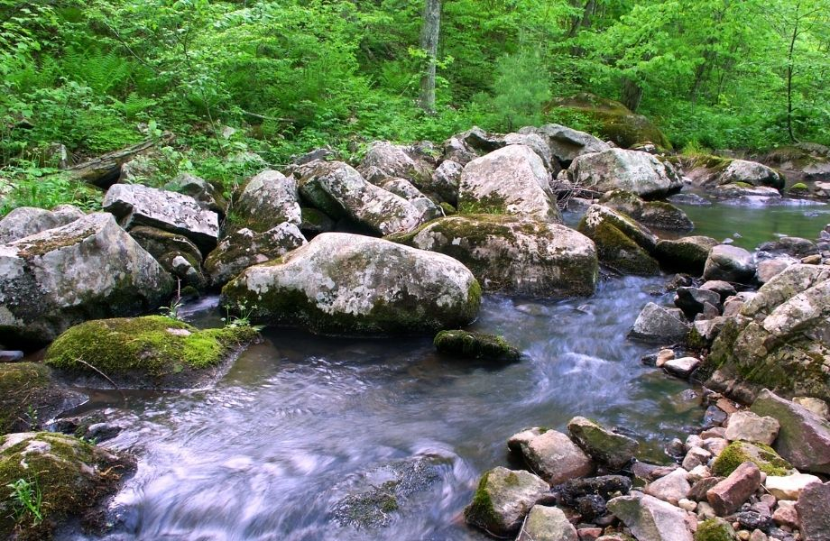 outdoor activities in Wisconsin Dells, flowing river and rocks at Baxter's Hollow Trail