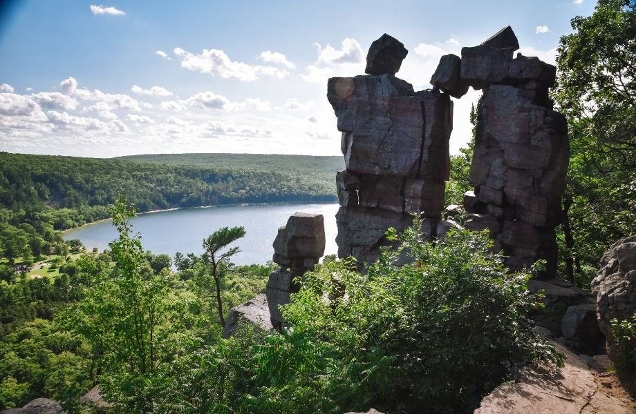best hiking in Wisconsin Dells, natural rock formation overlooking lake