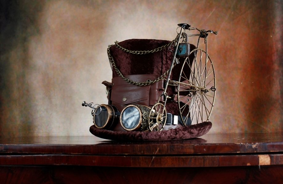 steampunk hat with big googles, wheel, padlock and chains; help out a speampunk inventor at this Wisconsin Dells escape room