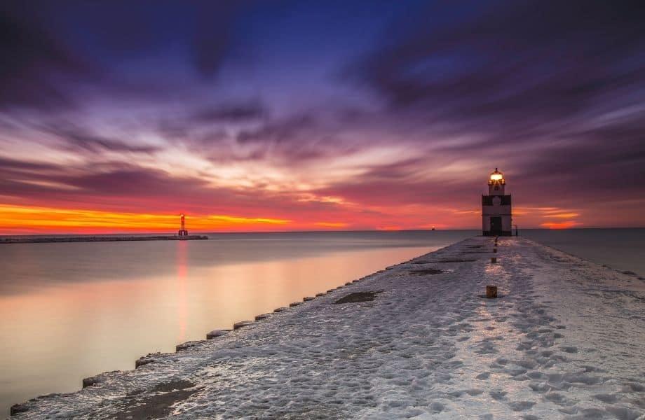 best lighthouses on Lake Michigan, Kewaunee Pierhead Lighthouse at sunset