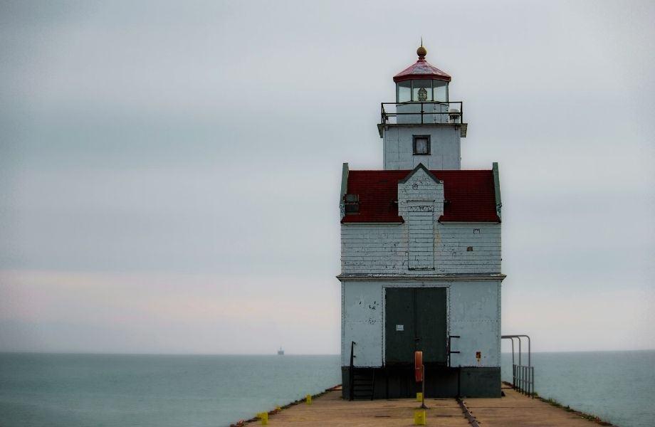 unique lighthouses on Lake Michigan, Kewaunee Pierhead Lighthouse