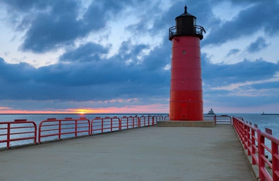 lighthouses in Milwaukee, Milwaukee Lighthouse at sunset