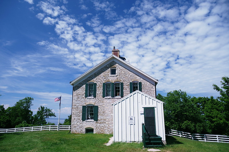 Lake Michigan Lighthouses to visit, Pottawatomie Lighthouse with USA flag