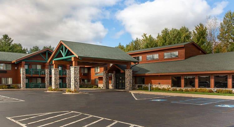 spa retreats in Wisconsin, exterior of Cobblestone Hotel & Suites