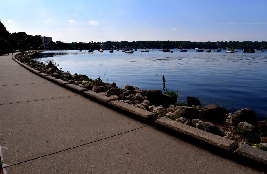 hiking in southern wisconsin, paved path along the shoreline of Lake Geneva