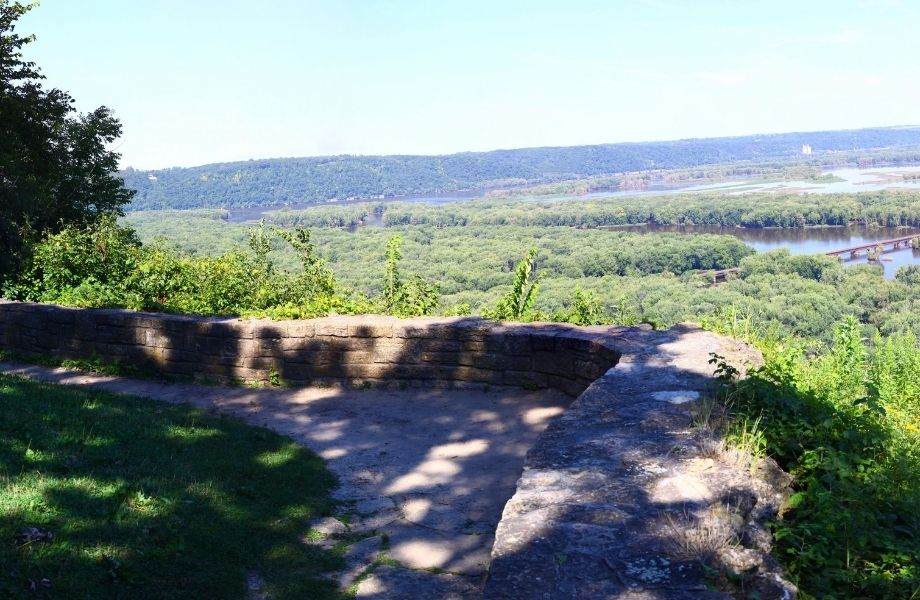 hiking trails in southern wisconsin, view over lake missisppi from old immigrant trail
