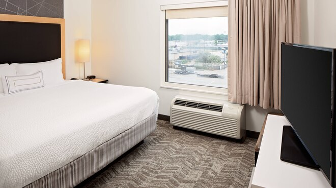 best green bay resorts, kind bed and tv at SpringHill Suites Green Bay