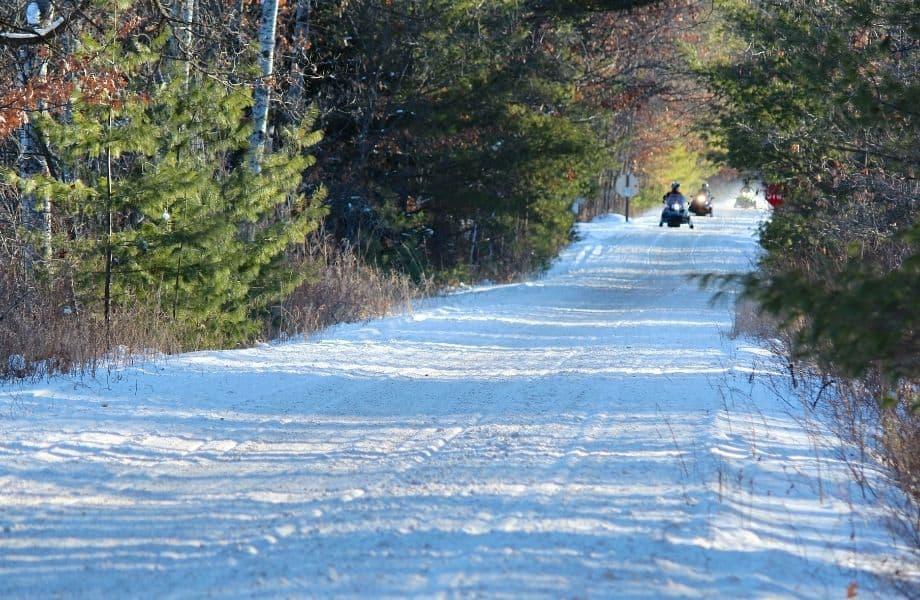 Minocqua Snowmobile Trails, people snowmobiling in Minocqua